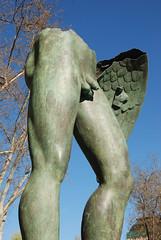 Estatua (Elpo) Tags: madrid metal azul arboles cielo alas estatua roto desnudo piernas coleccion hierro genitales