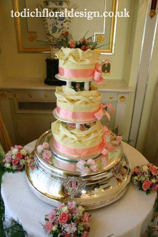 Wedding cake Table Flower Arrangements