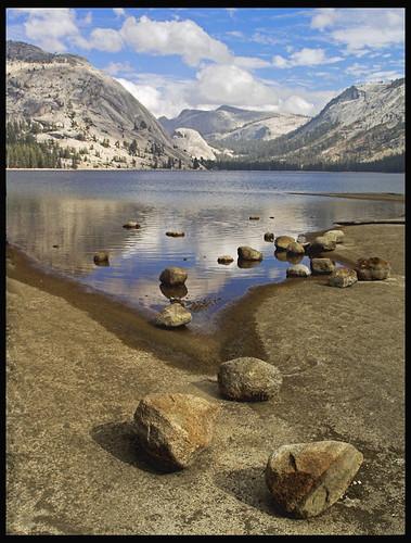 tenaya lake shoreline