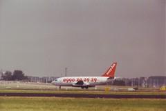 Boeing 737-204 advanced (Den Batter) Tags: minoltax700 boeing spl schiphol easyjet 737 eham 737200 21335 01l19r gbecg