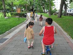 20080727-腳踏車借哥哥騎-15
