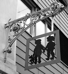 Neubaugasse Wien 7 (dugspr  Home for Good) Tags: vienna wien bw austria sterreich 2007 neuermarkt naturhistorischesmuseum neubaugasse minoritenplatz neustiftamwalde naglergasse wienbw unlimitedphotos mariahilferstrase mrzstrase mariatheresianplatz