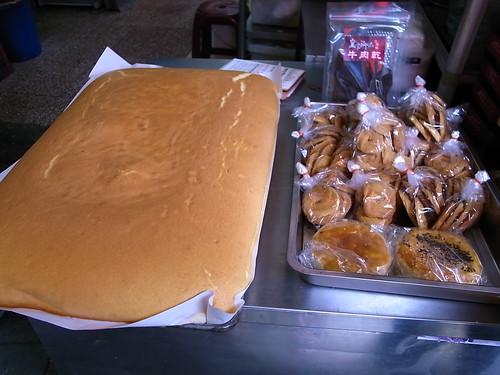 菜市場的烤蛋糕及布丁攤