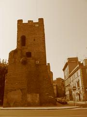 runas inslitas (LetsLetsLets) Tags: roma ruins italia sanlorenzo 2008 spia rovine runas junho inslito