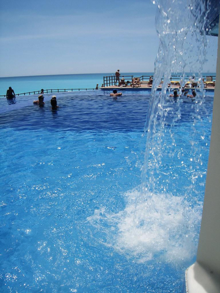 Grand Oasis Playa, Poolside
