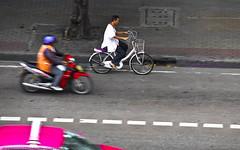 Cruz' in (longhairthai.com) Tags: road bike thailand bangkok taxi motorbike motorcycle share longhairthai