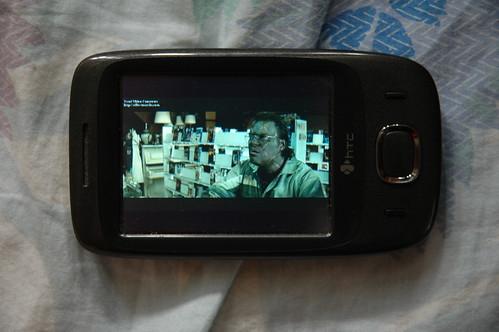 記者嘗試以 Touch Viva 的《Pocket Windows Media Player》播放 X.264 格式的 MP4 影片《Be Kind Rewind》,發現播放時會出現窒格情況,而且聲畫不太能同步;不過當播放較低質素的 WMV 格式影片時,此情況便立即改善不少,可見此機的處理器確未能處理較高質素的影片。