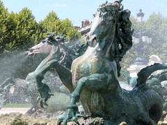 Chevaux marins (Ariane Gaudefroy) Tags: france art fountain architecture bordeaux fontaine girondins
