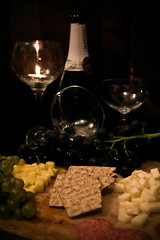 Romantikus vacsora / Romantic dinner (Balzs B.) Tags: apple cup glass cheese dinner canon bottle candle alma champagne biscuit grapes romantic gyertya grape sajt vacsora pezsg canonef24105mmf4lisusm veg szl 40d palack pohr romantikus ktszerslt