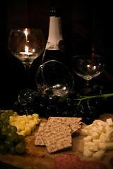 Romantikus vacsora / Romantic dinner (Balázs B.) Tags: apple cup glass cheese dinner canon bottle candle alma champagne biscuit grapes romantic gyertya grape sajt vacsora pezsgő canonef24105mmf4lisusm üveg szőlő 40d palack pohár romantikus kétszersült