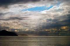 Ubatuba (Alê Santos) Tags: sea brazil sky praia beach brasil sunrise boat mar fishing barco ubatuba céu sp pesca nascerdosol itaguá pfogold pfosilver
