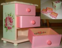Porta Jóias (Artes Biazinha) Tags: verde handmade artesanato rosa colagem pintura decoupage manualidades comoda