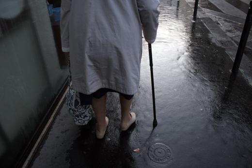 3_octobre_2008_vieille_femme_7752