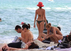 Girl with orange hat at South Beach Miami (Ricardo Carreon) Tags: girls people usa praia beach girl beautiful us pessoas topv555 topv333 women gente florida miami gorgeous topv1111 topv999 topv444 playa topv222 bikini topv777 fl feed mulheres topv3333 topv4444 topv666 mujeres soe southbeach bathingsuit plague sobe topv888 biquini garotas swimmingsuit muchachas abigfave