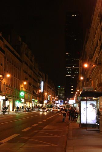 Tour Montparnasse dans l'obscurité