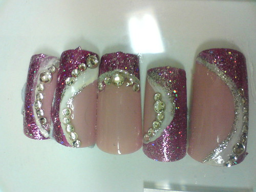 Nails design in Shining Diamonds ion Curve Theme