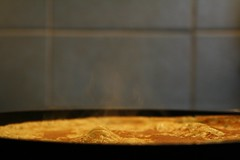 Kraater (anuwintschalek) Tags: winter macro kitchen austria steam kche february 2009 aur kodu talv pfanne pann dampf wienerneustadt palatschinke kk pannkook canoneos1000d