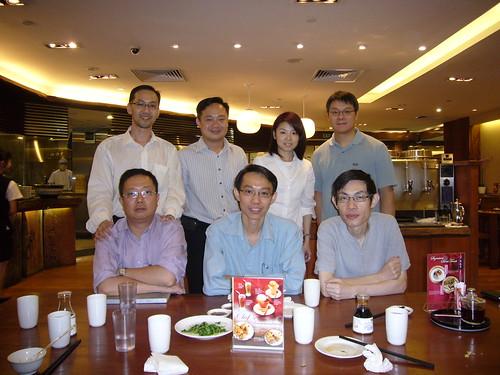Top left: 黃 瑞 耀,Chang Po Hua,張 煥 華 & her husband  Bottom right: 馮 雅 思, 陳 中 寶, 張 成 翼