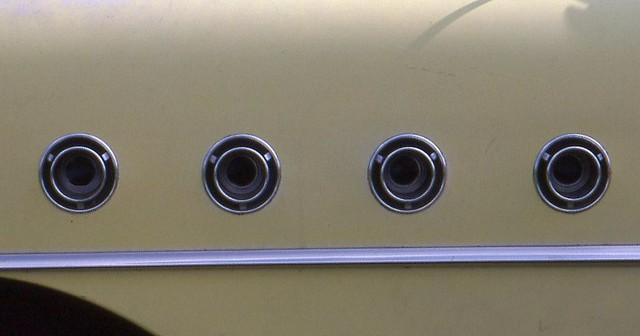 mouseholes 1955buickcentury 4doorhardtop fallbarrieoldcarfleamarket1989 ©richardspiegelmancarphoto