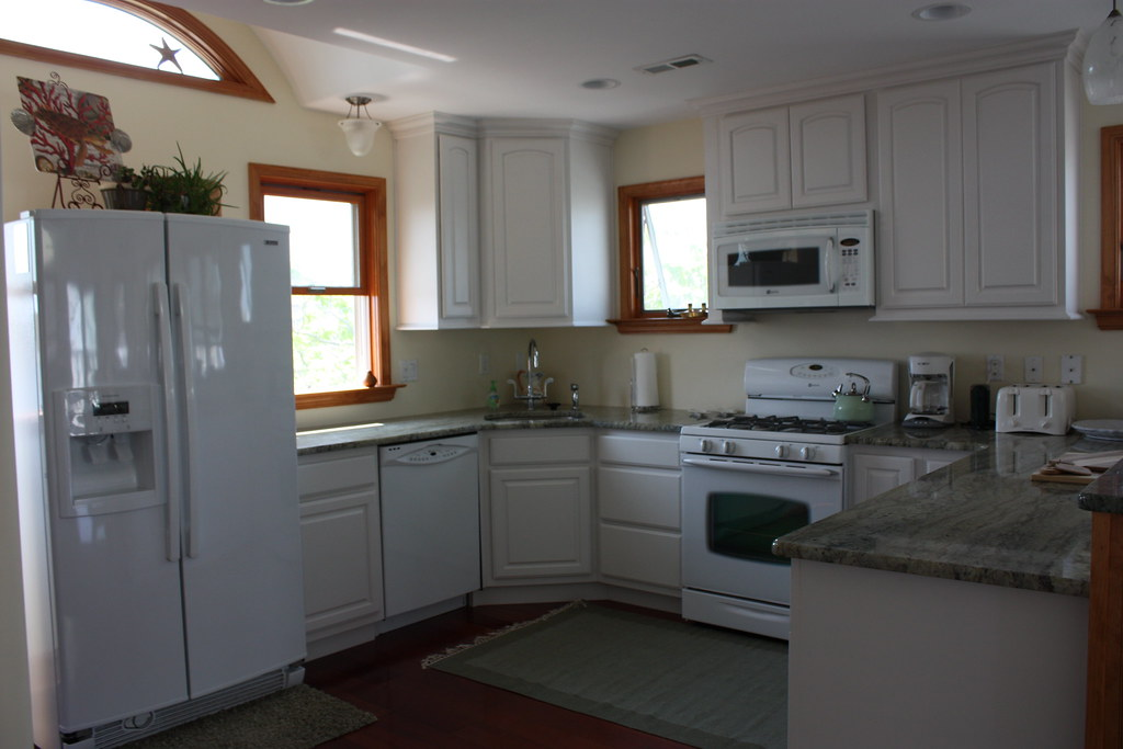 Gourmet fully equippped kitchen with granite countertops