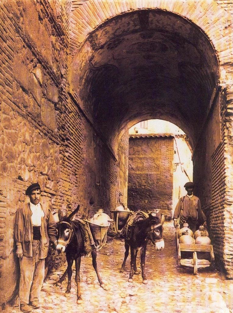 Aguadores en el Cobertizo de San Miguel hacia 1900