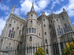 "Bishop's Palace in Astorga • <a style=""font-size:0.8em;"" href=""http://www.flickr.com/photos/48277923@N00/2622245613/"" target=""_blank"">View on Flickr</a>"