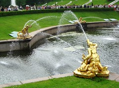 Battle of water (magellano) Tags: water fountain statue golden russia saintpetersburg acqua fontana statua oro peterhof petrodvorets sanpietroburgo petergof  saintptersbourg fuentesfountains goldenmasterpiece