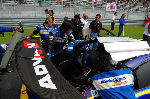All eyes on the race car (Nikon 18-200mm VR sample photos taken at the Super GT 2008 race, Sepang)