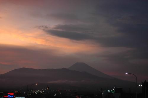 夕焼けの富士山。