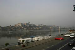 2005_Budapest_3140 (emzepe) Tags: 2005 bridge november castle fall boat hungary parking hill budapest lot chain duna chateau ungarn danube burg vr donau lnchd dunav hongrie dunaj domb kossuth sz vrhegy dunapart haj parkol vnhaj