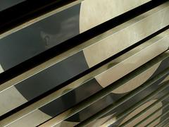 8 o infinito vertical (obieta) Tags: light shadow color colour building luz lines vertical museum architecture arquitectura edificio sombra olympus bilbao museo ocho infinito fachada eight kolorea lneas bbaa e410 creattivit