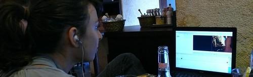 Céline devant le montage vidéo de Pierre Abruzzini par vous
