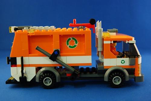 LEGO 7991 垃圾車_12.JPG