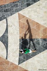 Sombras. (benitojuncal) Tags: portugal shadows monumento lisboa fotografia sombras conquistadores aerea