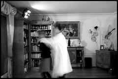 Rock'n roll (Co G.) Tags: friends portrait people bw white black make rose rock night vintage blackwhite noir photographie faces noiretblanc danse nb bynight retro blouse petal human co salon monde tableau bibliothque nuit blanc cog flou mouvement bote coline rosepetal denuit projecteur garang makefri