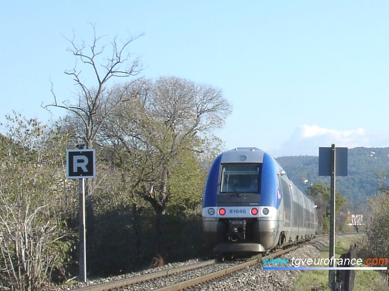 Une rame bimode B81500 (thermique et électrique) de la SNCF en essais entre Aix et Gardanne sur la portion de voie unique