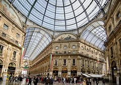 Galleria Vittorio Emanuele (HK Buckeye) Tags: italy milan glass shopping wideangle ceiling galleriavittorioemanuele tokina1116 nikond7000