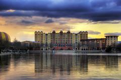 Hotel New York (Salva Mira) Tags: lake lago hotel disney newport puestadesol eurodisney hotelnewyork llac newyorkhotel disneylandresort newporthotel mywinners salvamira