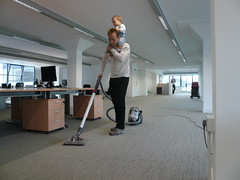 Getting the construction dust out of the carpet (Lars Plougmann) Tags: baby london moving office move officemove headshift se1 clove p1070203