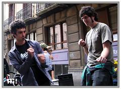 Bailarines (Ah! Bilbao) Tags: mercadillo rastro dosdemayo bilbaolavieja