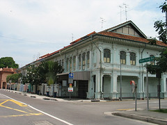Terrace houses at Koon Seng Road and Tembeling Road junction (PicturesSG) Tags: houses singapore terrace snap koon residentialbuildings nlb architectureandlandscape singaporepictures buildingtypes 72dpijpegonly