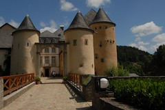 Bourglinster - Luxembourg (picaddict) Tags: luxembourg luxemburg 11thcentury flickrsbest bourglinster mywinners abigfave hccity castlebourglinster