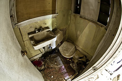 Abandoned Bathroom (Curtis Gregory Perry) Tags: door usa house fish eye abandoned broken oregon america john bathroom us nikon bath sink pacific northwest head united plumbing toilet toilette can dirty dirt wc faucet pacificnorthwest states dust deserted abandonment banheiro crapper shitter toalett privy