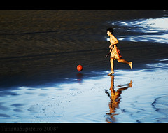 bech by (.Tatiana.) Tags: blue friends boy reflection guy praia beach azul reflections child bowl teen criana bola reflexo reflexos menino johanes 10faves 25faves duetos