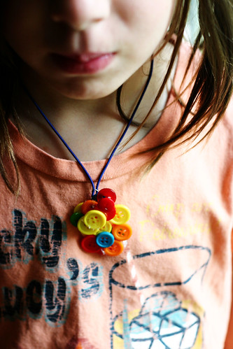 button necklace craft