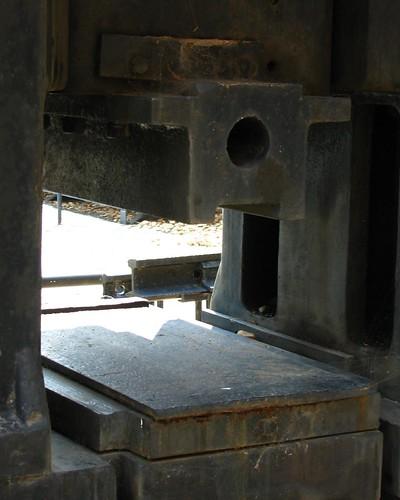 1,000 ton press