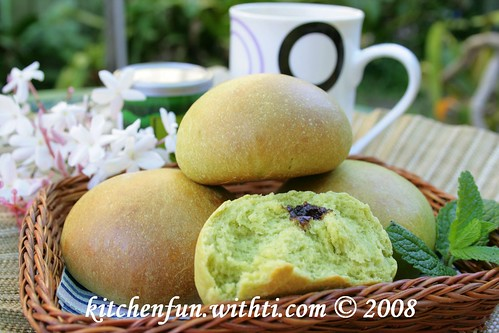 Green tea buns