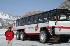 Snocoach Brewster Ice Explorer (Pemisera) Tags: mountain canada ice montagne rockies canadian glacier alberta banff brewster glaciar montaas athabasca banffnationalpark icefield rocosas rockiemountains columbiaicefield canadianrockies muntanyes athabascaglacier rocheuse iceexplorer snocoach glacera specialvehicle montaasrocosas montagnesrocheuses rocoses pemisera muntanyesrocalloses