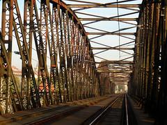 INSIDE The Bridge (Rianetna) Tags: bridge prague railway praha praga ponte most vltava railwaybridge ferrovia moldau moldava koleje smíchov železnice výtoň železničnímost