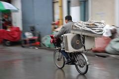jetzt aber schnell....now very fast (frank schacht / photojournal-worldwide-exklusiv) Tags: china bike germany frank deutschland amazing shanghai transport fabulous unlimited fahrrad wilhelmshaven schacht aircondition zhongguo klimanalage frankschacht woaizhongguo